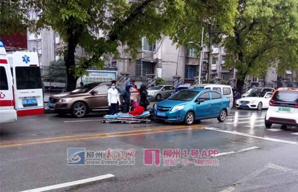 1号爆料| 北雀路发生一起车祸,电动车骑手倒在地上动弹不得