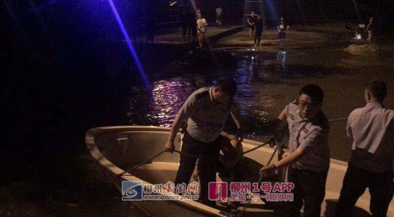 """""""救命啊,有人要溺水了""""两男青年夜游柳江,体力不支遇险情"""